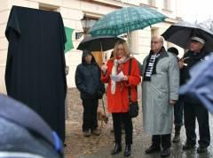 Infotafel zur ehemaligen Führerschule der Sicherheitspolizei in der Charlottenburger Schloßstraße - Polizeivizepräsidentin Margarete Koppers spricht zur Enthüllung