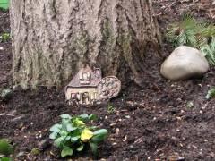 Eine von Anwohnern gepflegte Baumscheibe im Kiez - Aber wo?