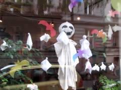 Geister schweben durch den Kiez am Klausenerplatz