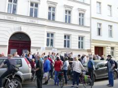 Kiezspaziergang zu Orten der Verdrängung rund um den Klausenerplatz in Charlottenburg