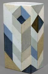 Steinzeug-Objekt von Antje Brüggemann (1993) in einer Ausstellung im Keramik-Museum Berlin / Foto © KMB