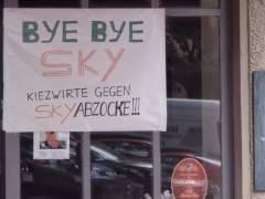 Protest gegen drastische Preiserhöhung von Sky im Kiez am klausenerplatz