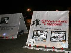 Mahnwache zur Eröffnung der ExpoKolumbien vor dem Schloß Charlottenburg