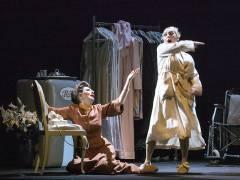 """Desiree Nick und Manon Strache in """"Bette & Joan"""" im Theater am Kurfürstendamm / Foto © Frank Wecker"""