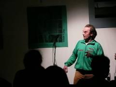Multinationale Comedy im Café Sartre
