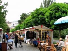 Antik- und Kunstmarkt vor der Villa Oppenheim