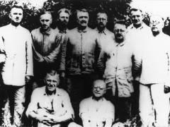 Carl v. Ossietzky (2.v.l.) und andere Häftlinge in Sonnenburg – Foto © Gedenkstätte Deutscher Widerstand