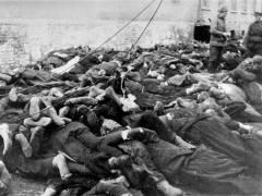 Ermordete Häftlinge und sowjetische Soldaten, 1.2.1945 – Foto © Gedenkstätte Deutscher Widerstand