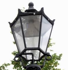 Elektrisch betriebene (Natriumdampflampen) Modellleuchte (Schinkel-Laterne) am Klausenerplatz
