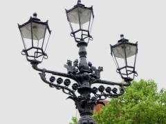 Elektrisch betriebener (Natriumdampflampen) Kandelaber auf dem Klausenerplatz