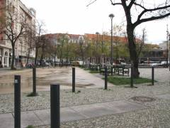 Lehniner Platz - Die ehemalige Straße jetzt ein eingezäunter Bauernmarkt