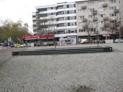 """Lehniner Platz - Blick über Platz und Brunnen zum """"City Kiosk"""""""