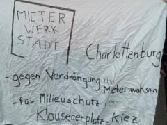 Ein Banner der MieterWerkStadt Charlottenburg auf der Demo am 14. April 2018 / Foto © B.