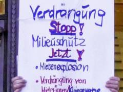 Protest der MieterWerkStadt vor dem Rathaus Charlottenburg