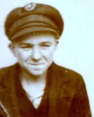 Paßfoto von 1932 mit einer Mütze, wie sie von den RFB-Mitgliedern getragen wurde.