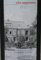 Hinweis an der Schloßstraße vor der Villa Oppenheim