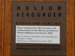 Hinweis an der Tür des Museums im westlichen Stülerbau