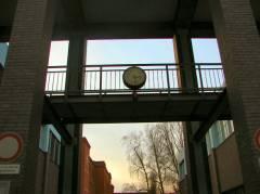 Uhr an der Nehringschule in der Nehringstraße