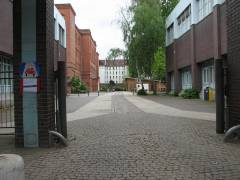 Nehring-Grundschule in der Nehringstraße - Einfahrt zum Schulhof