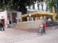 Biergarten mit Grill in der Schloßstraße 13