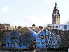 """Russisch-orthodoxe Kirche """"Schutz der Gottesmutter"""" in der Wintersteinstraße - im Hintergrund der Turm des Rathauses von Charlottenburg"""