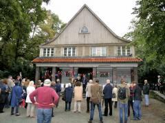 Geschmückt zur Feier des Tages - Parkwächterhaus im Lietzenseepark