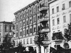 Zilles Wohnhaus in der Sophie-Charlotten-Stra&szlig;e 88 (1892) / Bildquelle Wikipedia, Heinrich Zille