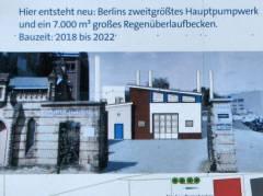 Informationsplakat der Berliner Wasserbetriebe an der Baustelle