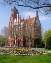 Rathaus Schmargendorf mit Bibliothek, Musikschule, Standesamt und Ratskeller