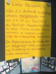 Protestplakat vor dem Hort der Carl-Orff-Grundschule
