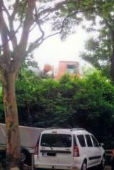 Wo jetzt der Lkw fährt, standen damals der Ahorn und die beiden Pflaumenbäume