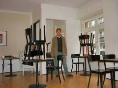 Tilman öffnet das Café Sartre