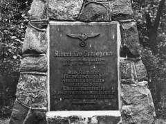Schlageter-Denkmal im Schloßpark Friedrichsfelde (Aufnahme 1934) / Bildquelle - Landesarchiv Berlin, F Rep. 290-09-03 Nr. 66-7270 / Fotograf k.A.
