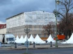 Aufbauarbeiten zum Weihnachtsmarkt am Schloß Charlottenburg - 13.11.2007