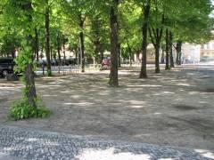Bänke vor dem Schloß Charlottenburg verschwunden