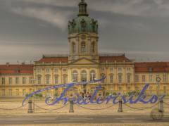 """Schriftzug """"Friederisiko"""" vor dem Schloß Charlottenburg vom Juni 2010 (HDR-Foto)"""
