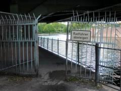 Uferweg an der Schloßbrücke