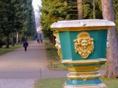 Weg zum Mausoleum im Schloßpark Charlottenburg