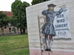 Bemalung auf dem Bauzaun zur Sanierung vom Schloß Charlottenburg