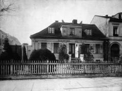 Das ehemalige Landhaus des Bildhauers Christian Daniel Rauch (1777–1857) in der Schloßstraße 6 von 1908 - Bildquelle Wikipedia