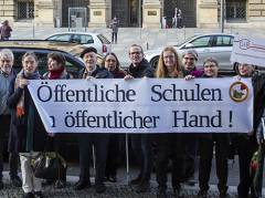 """Protest der Volksinitiative """"Unsere Schulen"""" vor dem Abgeordnetenhaus / Foto © Frank Wecker"""