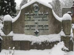 Heinrich Seelings Ehrengrab auf dem städtischen Friedhof in Wilmersdorf / Foto c.