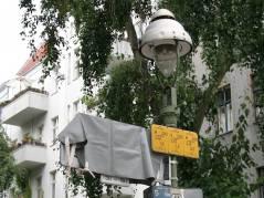 Noch verhüllt - das neue Straßenerläuterungsschild in der Seelingstraße