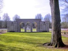 Das Eingangstor zum Britischen Soldatenfriedhof an der Heerstraße