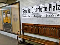 U-Bahnhof Sophie-Charlotte-Platz (mit ca. 26 Gemälden aus der Zeit um 1900)