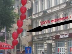 Stand der SPD-Abteilung Klausenerplatz-Kiez am 14.09.2013 vor dem im Jahr 2013 entmieteten Haus in der Danckelmannstraße