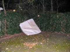Müllentsorgung in einem Kiezer Hinterhof - 19.11.2007
