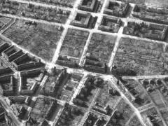 Das Rheingauviertel im März 1945 - in der Straßengabelung rechts die Spessartstraße 13 - noch unbeschädigt / Foto © Archiv Schultz