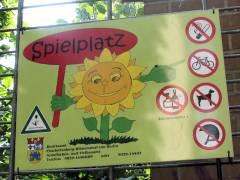 Ziegenhof - vieles ist verboten, immerhin scheint spielen noch erlaubt
