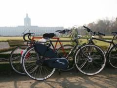 Fahrräder vor dem Schloß Charlottenburg